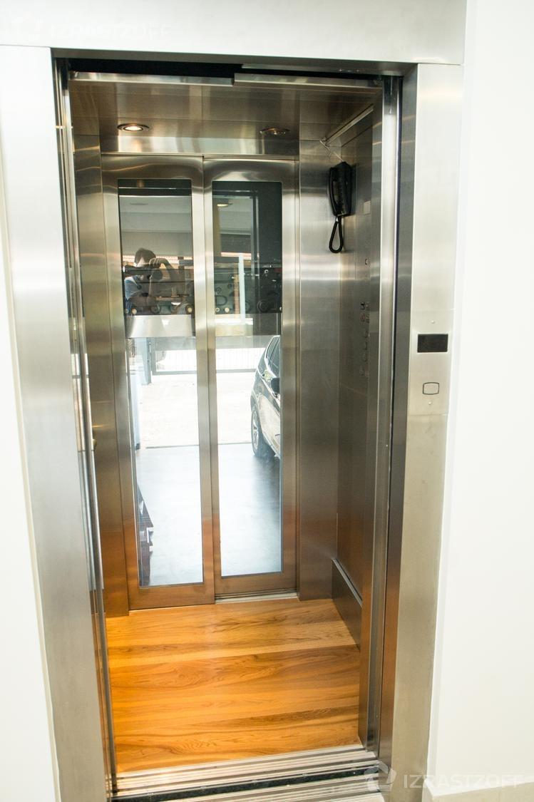 excelente casa a estrenar con ascensor