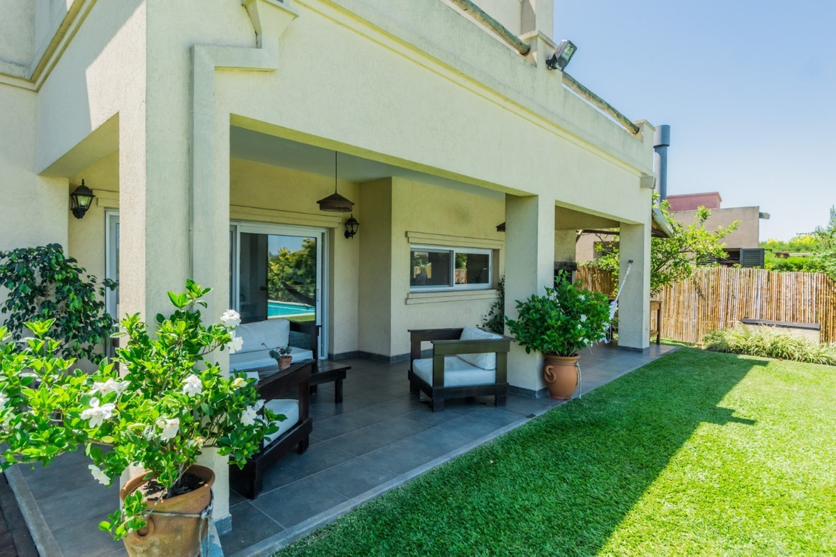 excelente casa a la laguna barrio san agustín