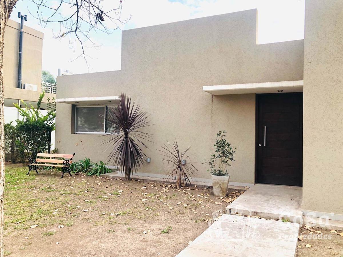 excelente casa a la venta en barrio privado (p. esther)