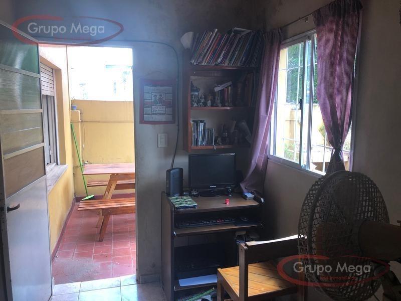 excelente casa apta para 2 familia -villa del parque-
