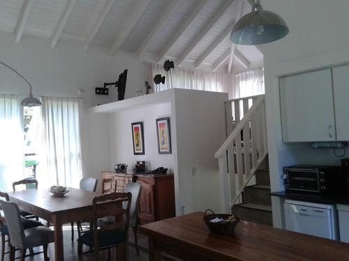 excelente casa cariló sobre divisadero a 300 mts mar.
