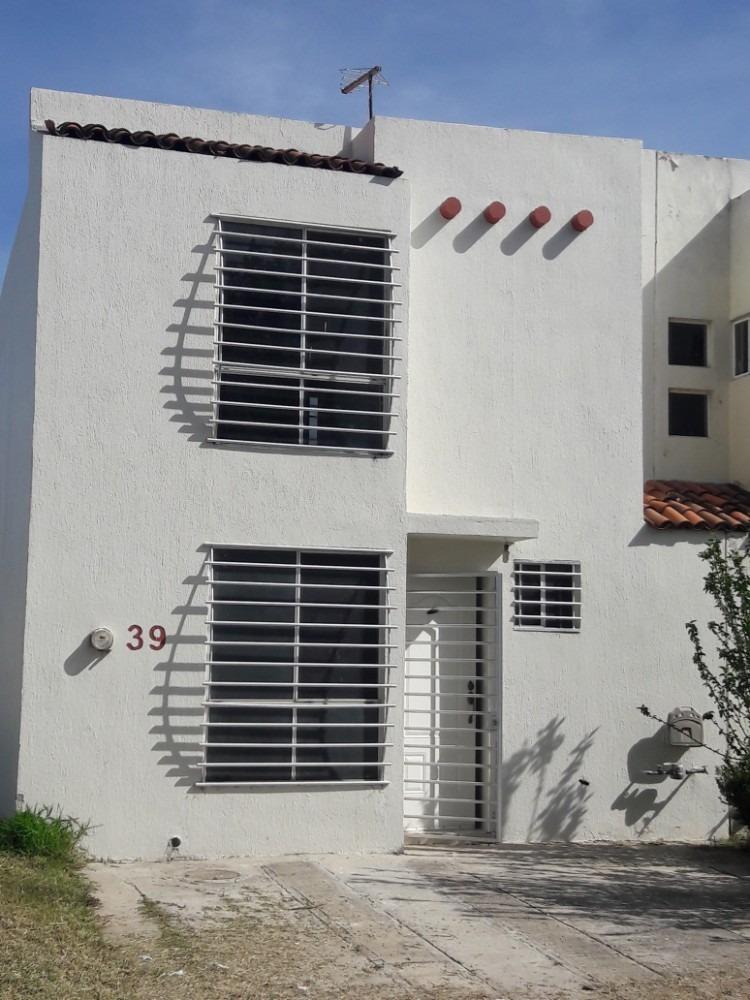 excelente casa con 3 recamaras y opción de crecimiento a 4