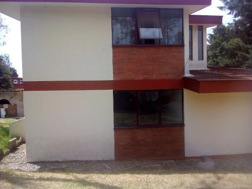 excelente casa con amplio espacio y gran jardin