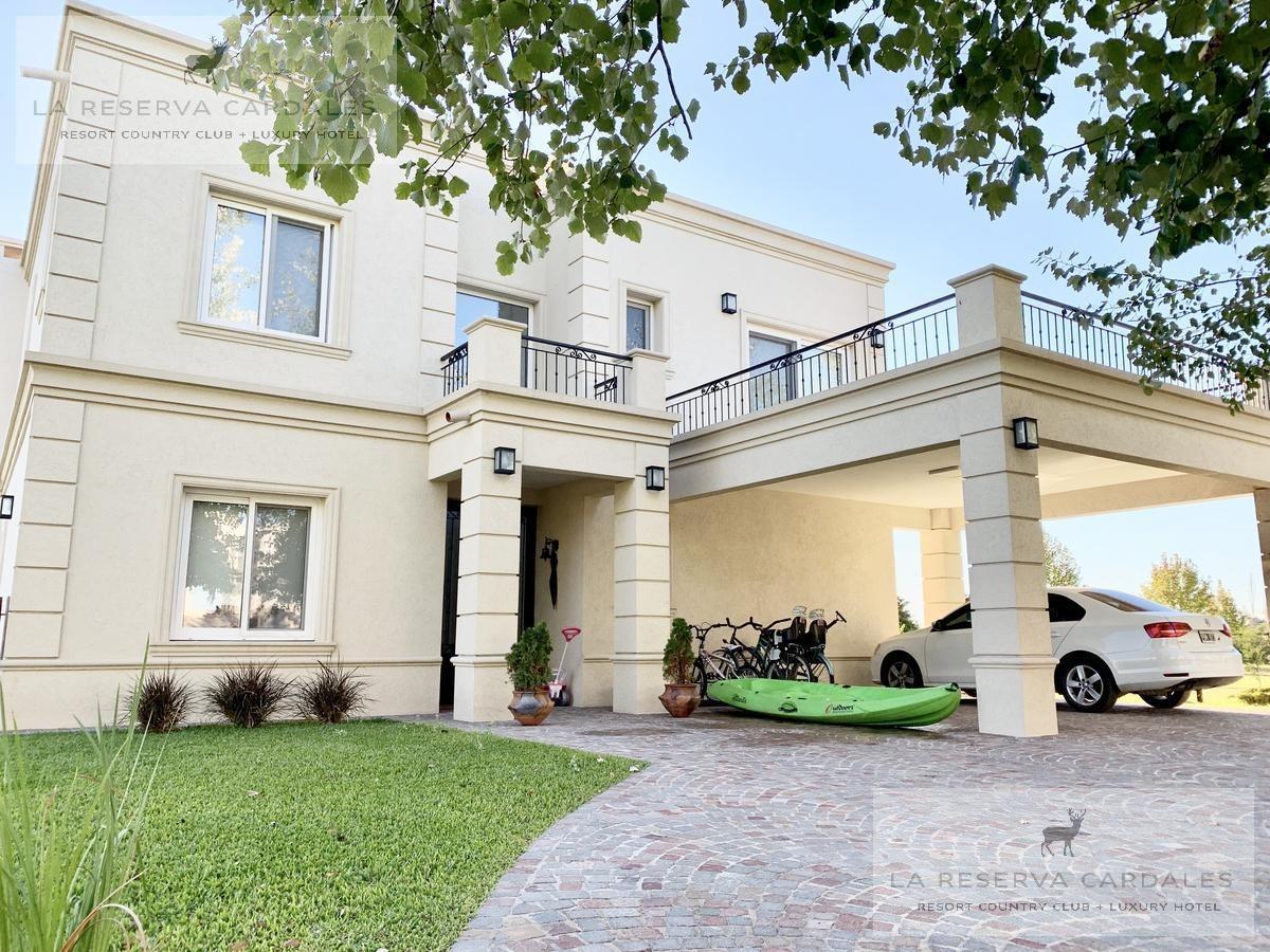 excelente casa con vista al golf