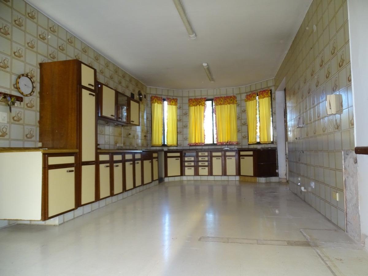 excelente casa de 10 ambientes - ideal fines comerciales -