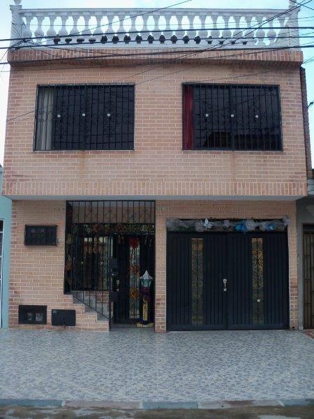 Excelente Casa De 2 Pisos Y Terraza Con Apto Independiente