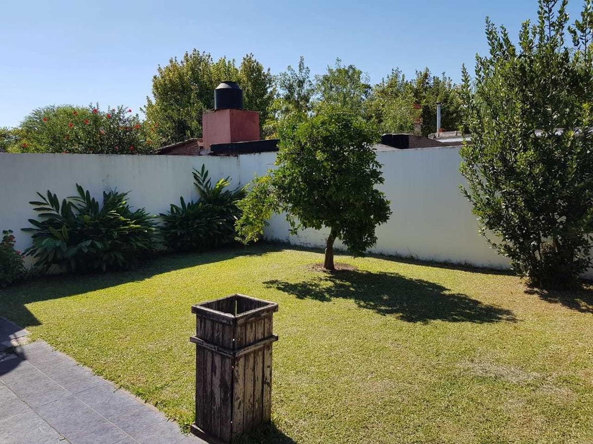 excelente casa de 3 ambientes en lote de 10x20 en v. udaondo