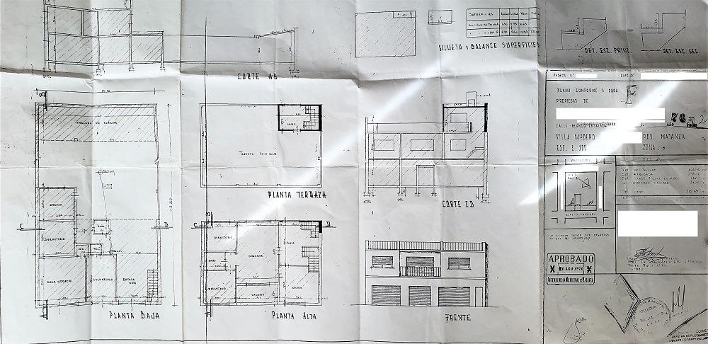 excelente casa de 4 ambientes, 2 locales, galpon y cocheras