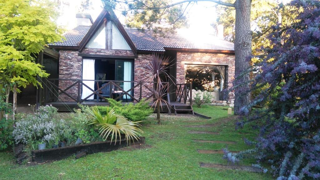 excelente casa de 4 ambientes en costa del este