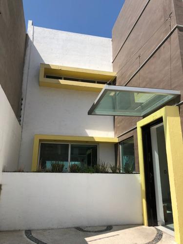 excelente casa de 4 niveles en venta! milenio iii.