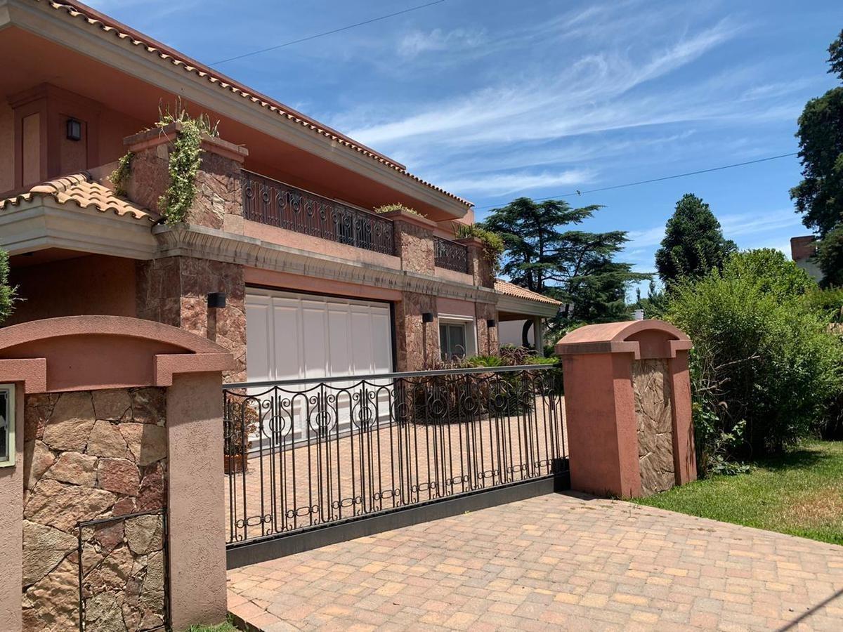 excelente casa de 5 amb c/ garage y pileta - barrio privado juan grande - laferrere
