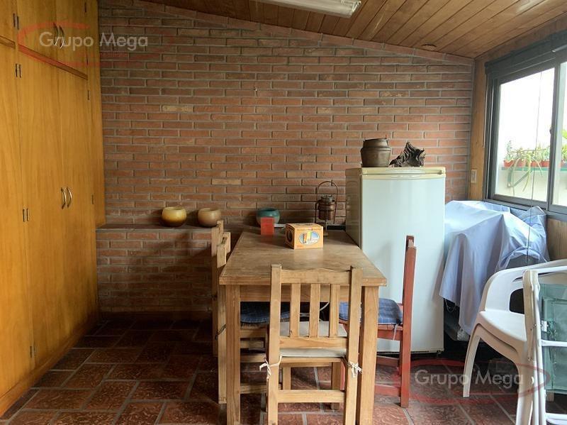 excelente casa de 5 ambientes con patio,quincho y 2 terrazas