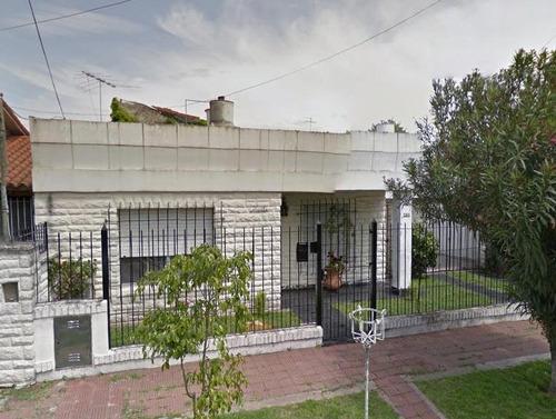 excelente casa de amplio lote con posibilidad de ampliación, exc ubicacion en san isidro