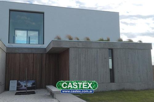 excelente casa  de diseño en el canton