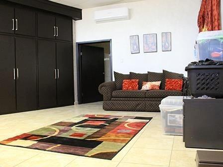 excelente casa de dos niveles con amplios espacios, en bonita cerrada con acceso controlado y áreas