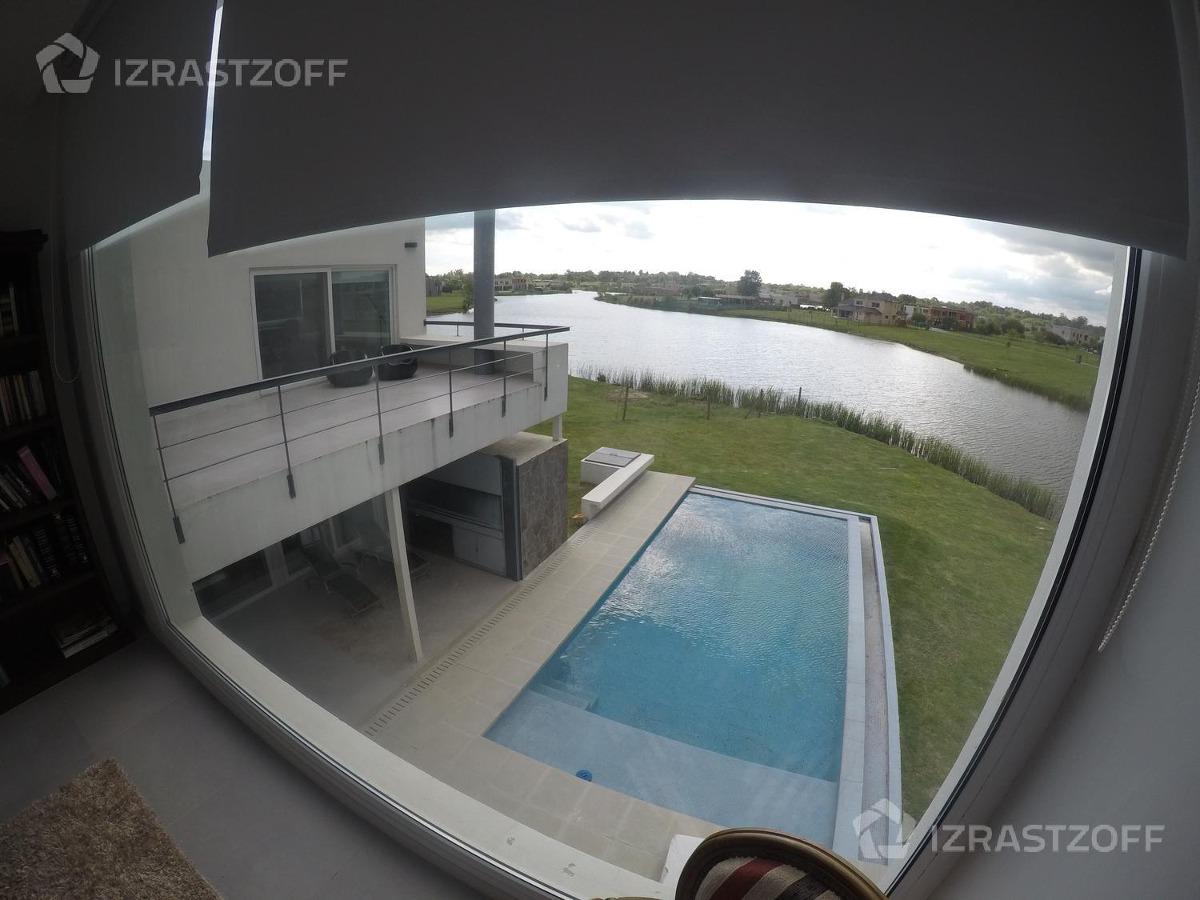 excelente casa en a la laguna- se vende con renta