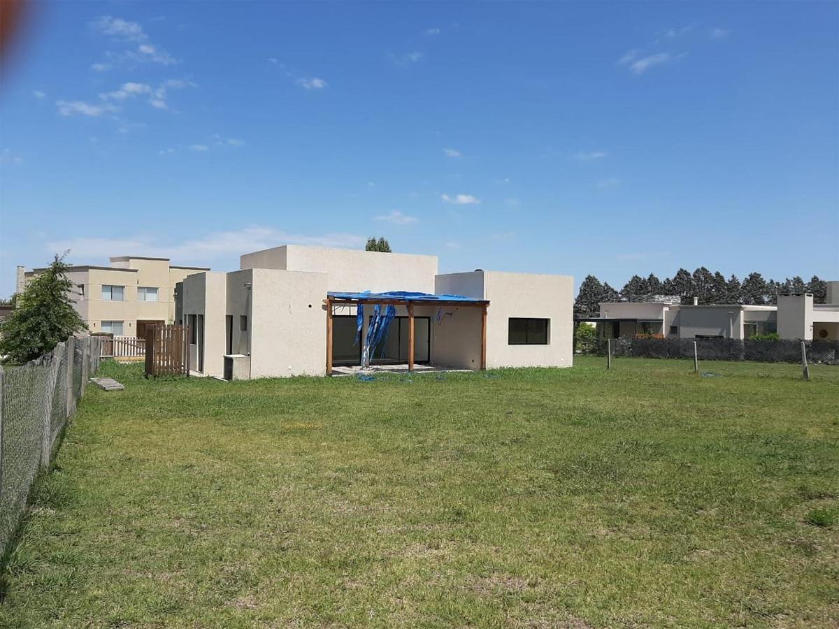 excelente casa en alquiler  - santa guadalupe -