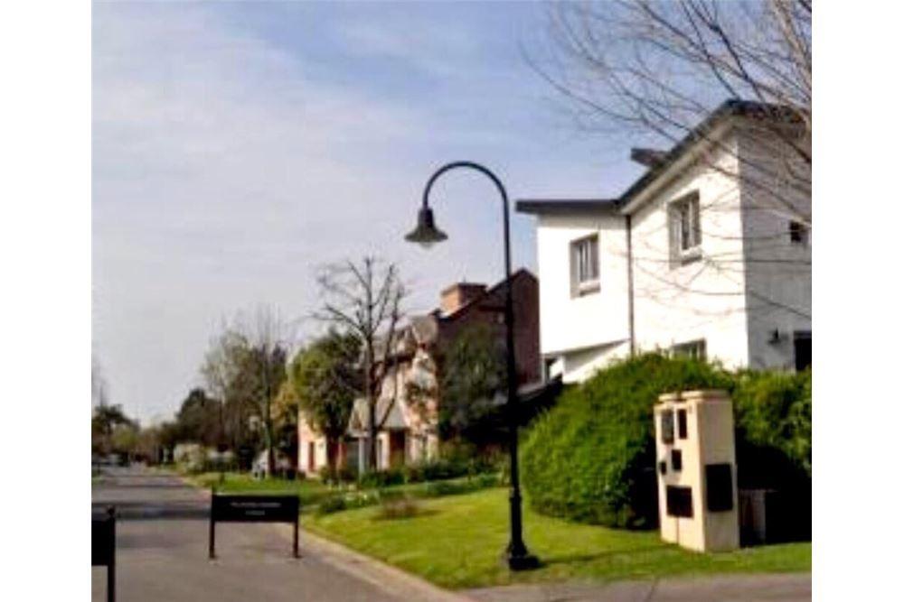 excelente casa en barrio la colina