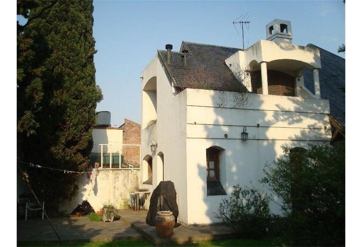 excelente casa en bernal con 710 m2 de lote y 267 cubiertos