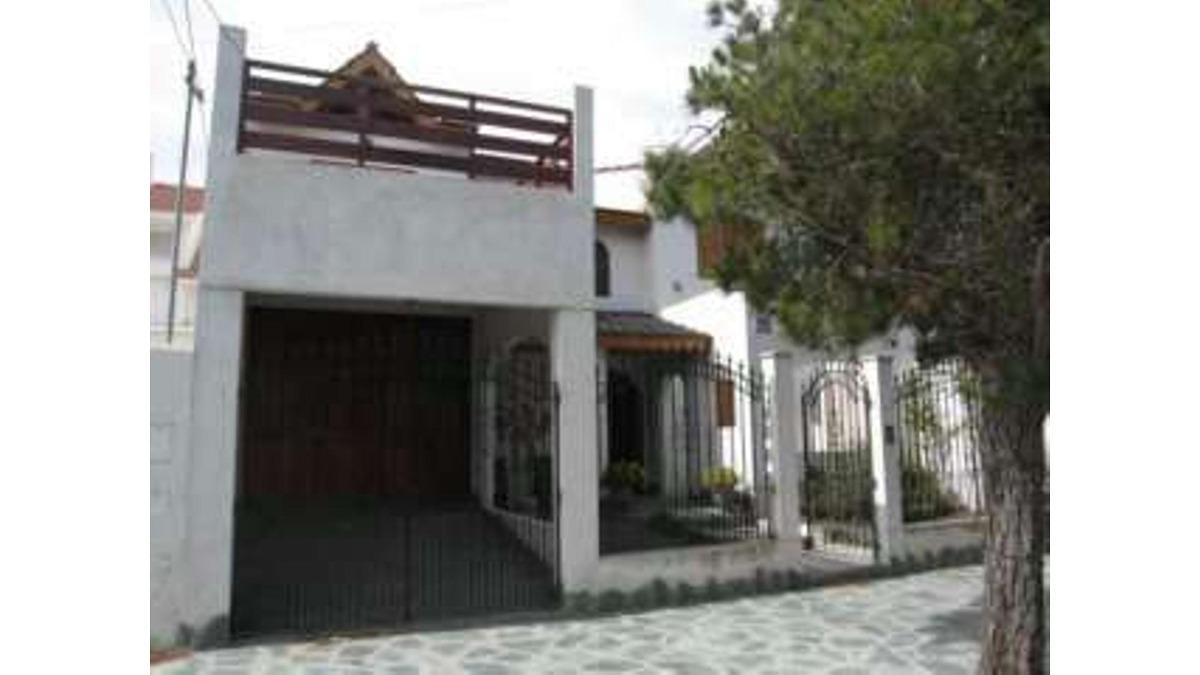 excelente casa en calle 70 e- 1 y 1 bis (cod. 297)