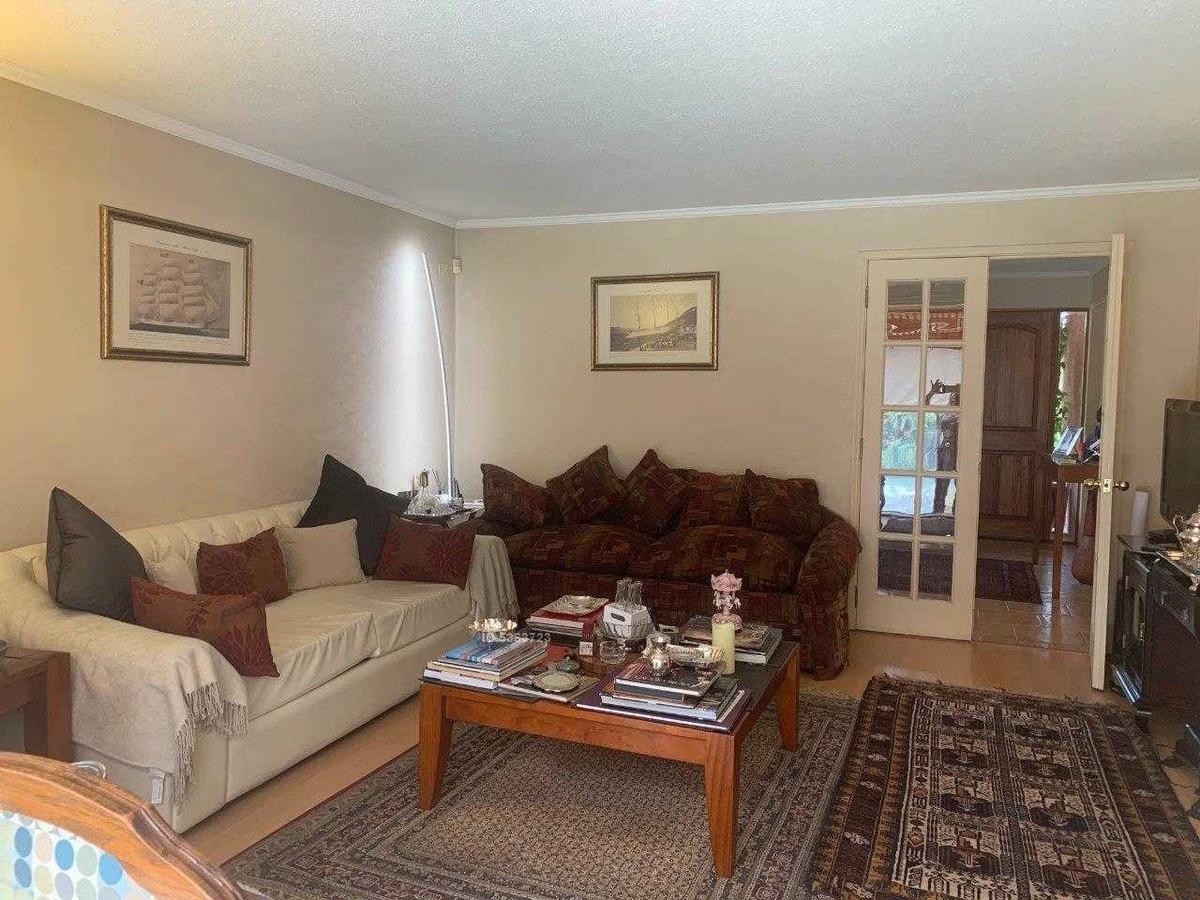 excelente casa en condominio exclusivo, en sector residencial consolidado.