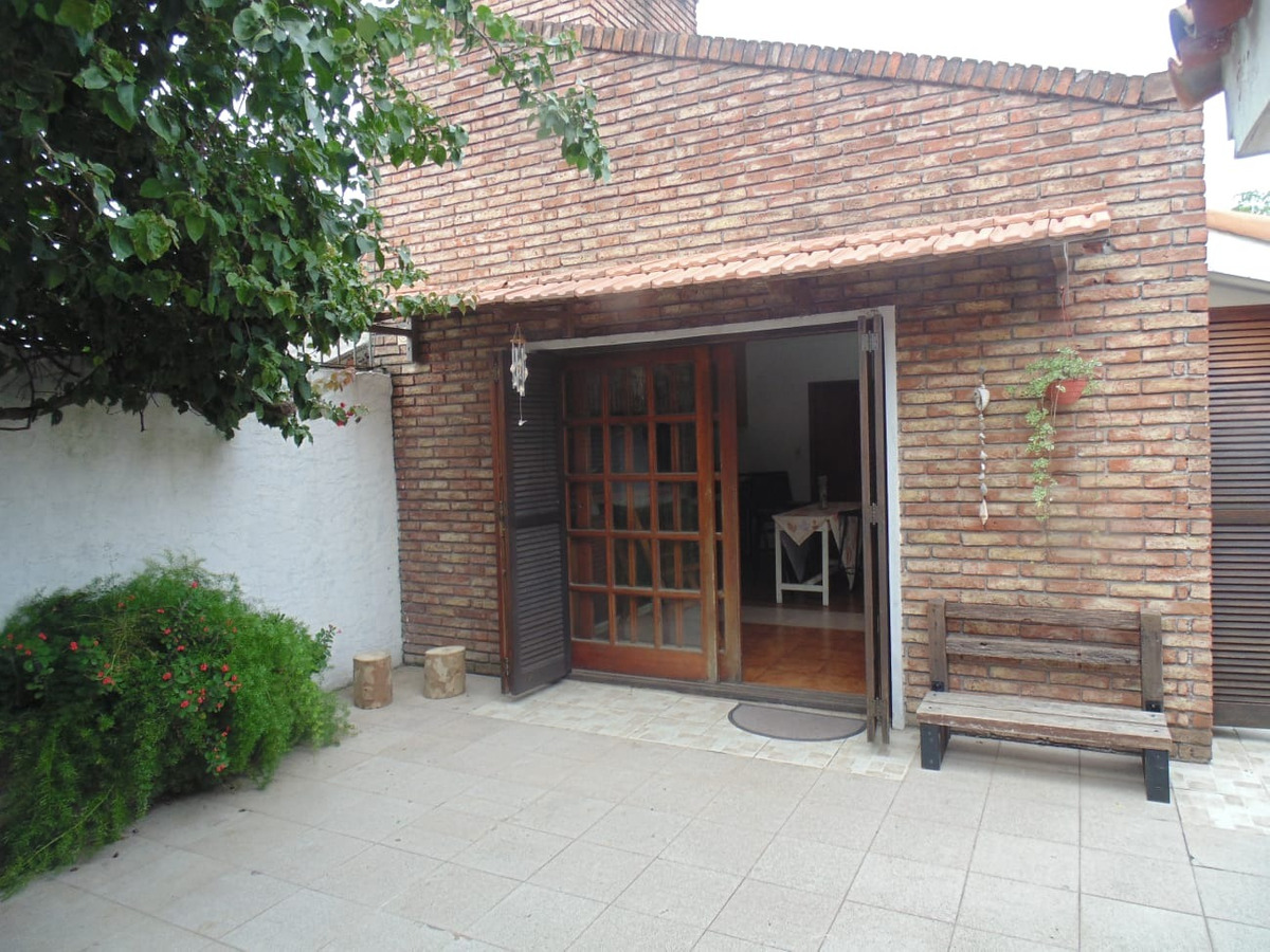 excelente casa en debali y puntas de soto u$s170000 v130