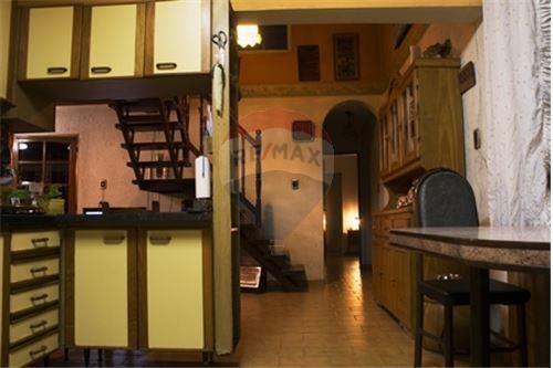 excelente casa en inmejorable zona de godoy cruz