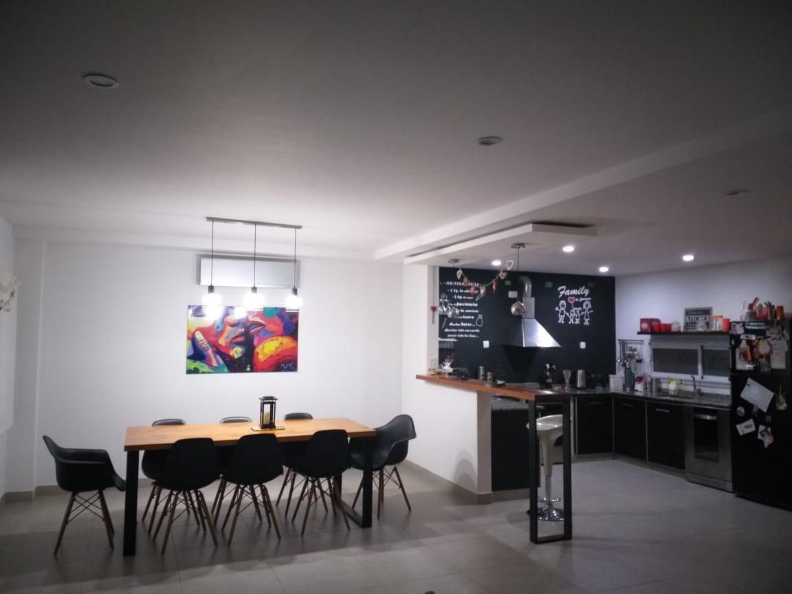 excelente  casa  en  la angelica   pilar 4 ambientes - jardín - cocheras