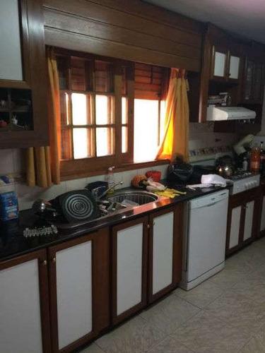 excelente casa en lomas de san martin- 5dormitorios   oficina