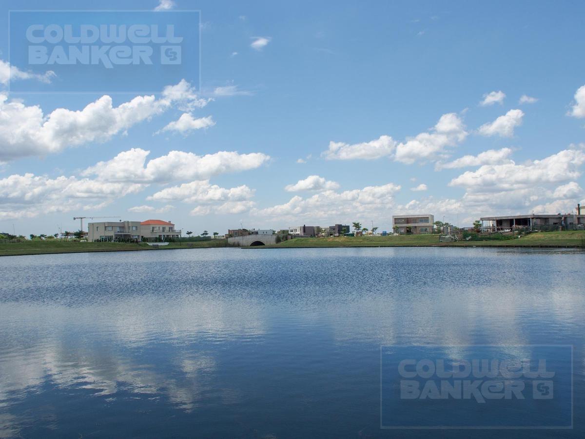 excelente casa en lote a la laguna - ceibos , puertos del lago. escobar