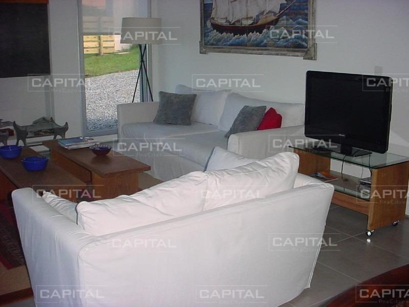 excelente casa en manantiales-ref:26514