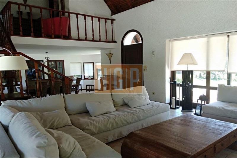 excelente casa en unos de los mejores barrios de punta ,impecable y muy buen precio - ref: 26627