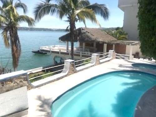 excelente casa en venta a pie de lago, tequesquitengo