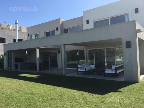excelente casa en venta - alquiler en el golf de nordelta