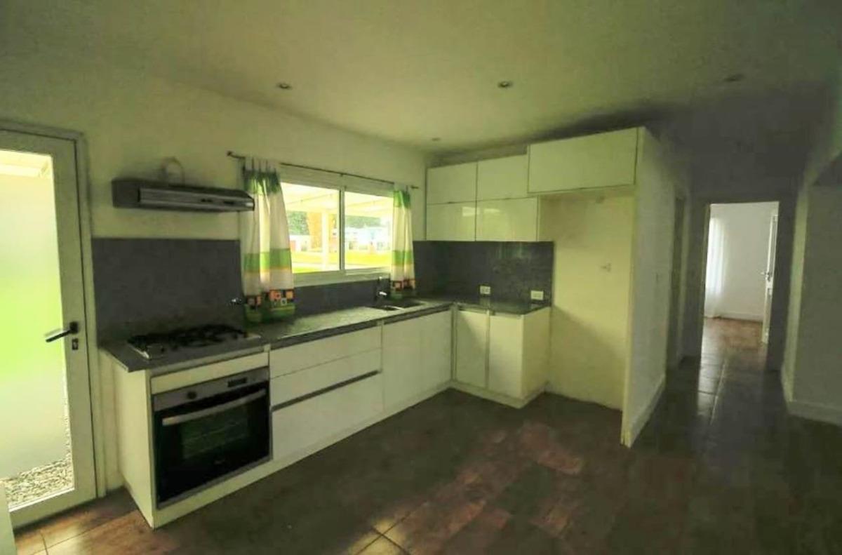 excelente casa en venta de 5 ambientes en barrio rumenco