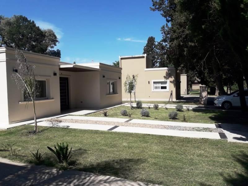 excelente casa en venta de 5 ambientes en manzanares chico