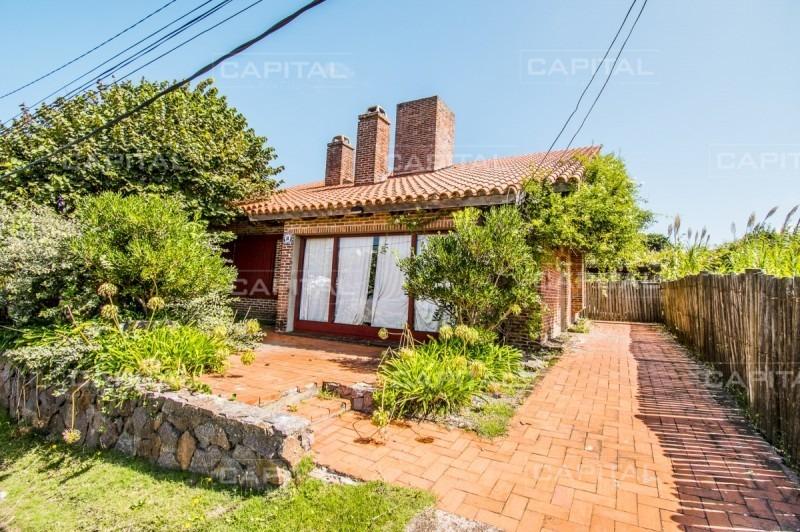 excelente casa en venta de la barra + 3 dormitorios y dependencia-ref:26830