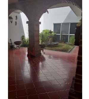 ¡excelente casa en venta en jardines del sol se encuentra en esquina ideal para inversión!