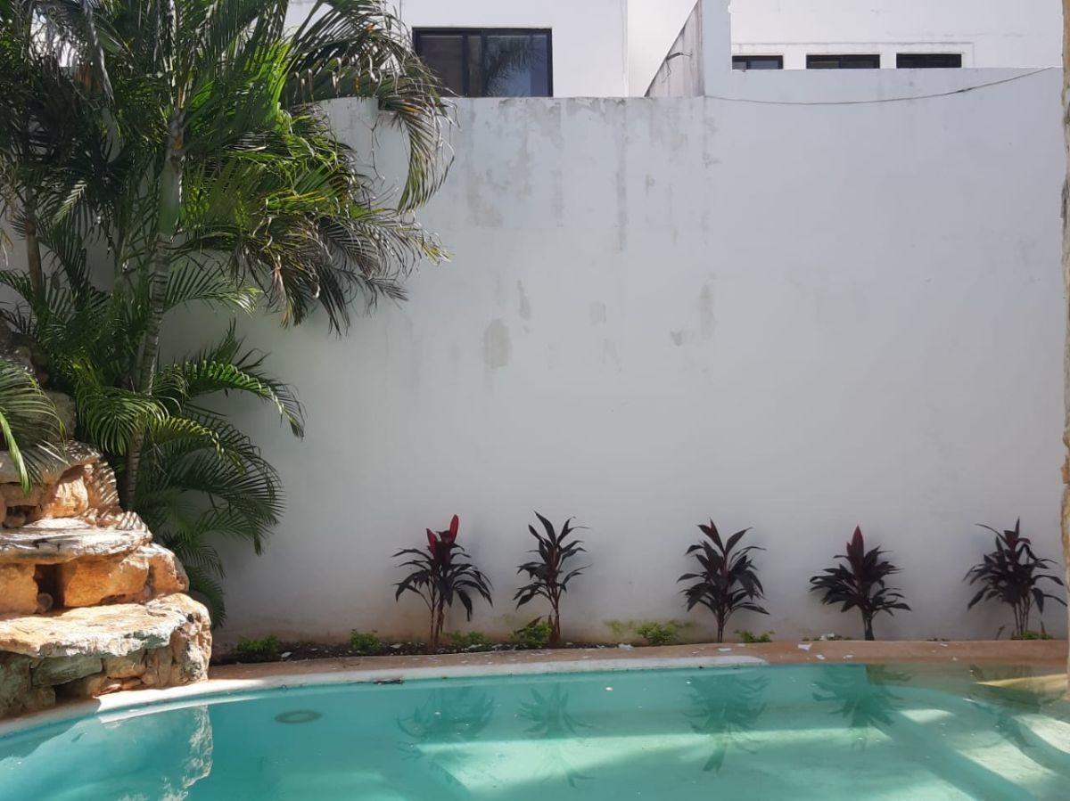 excelente casa en venta en privada cocoyoles, cerca de la isla, mérida