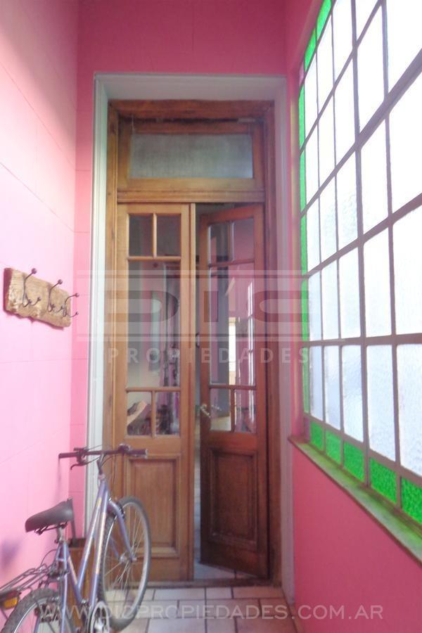 excelente casa estilo colonial de 6 amb, san isidro