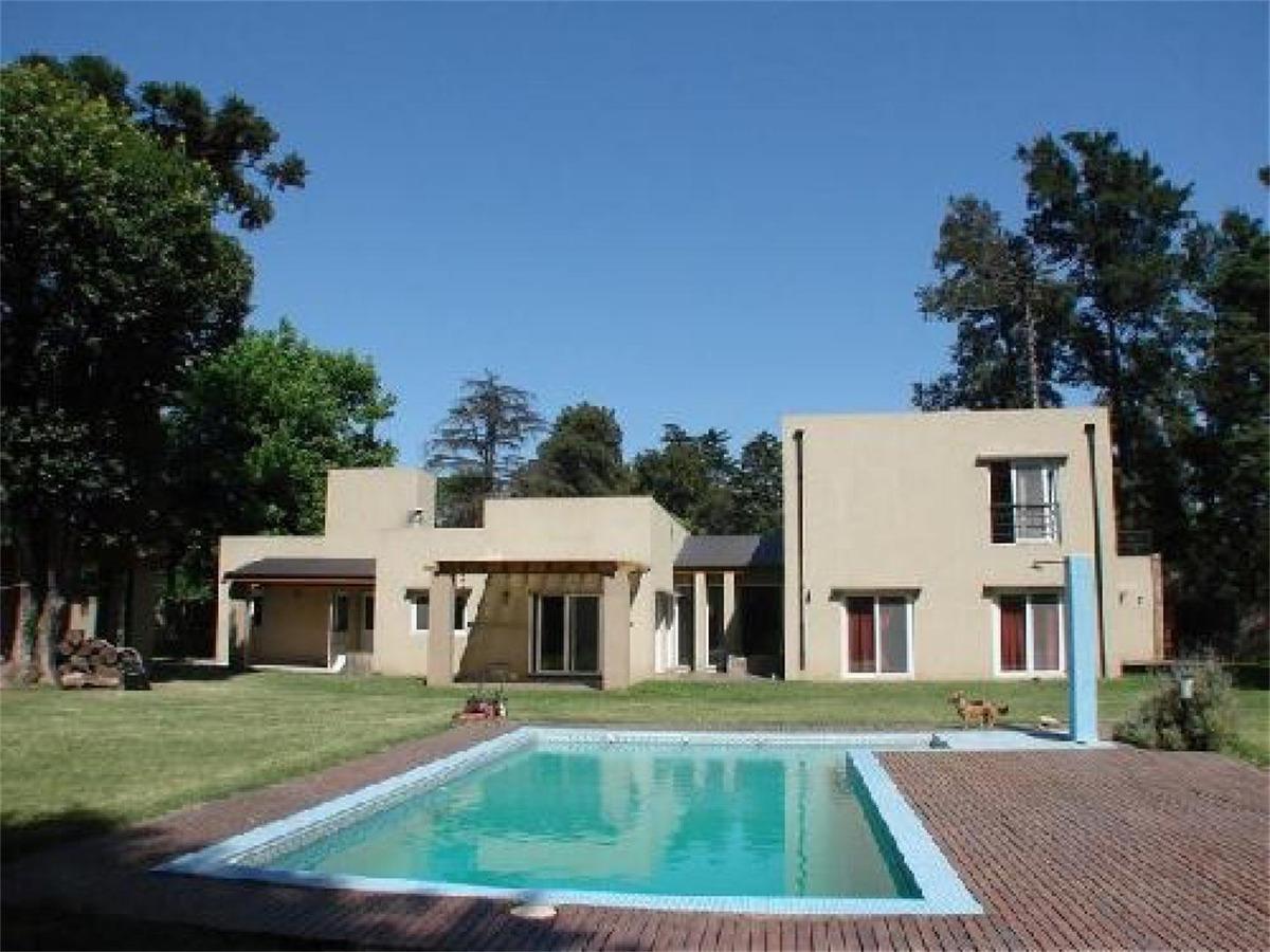 excelente casa minimalista en inmejorable ubicacion leloir