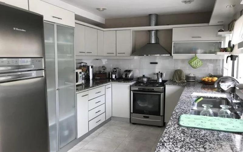 excelente casa multifamiliar a la venta, 385 m2 cubiertos.