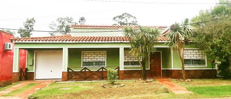 excelente casa muy buena construcción. acepta banco