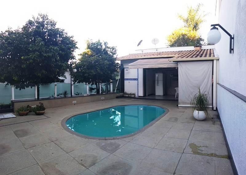 excelente casa no bairro planalto. 4 quartos, 1 suite com closet. 4 vagas. piscina e ótima localização. - 2528