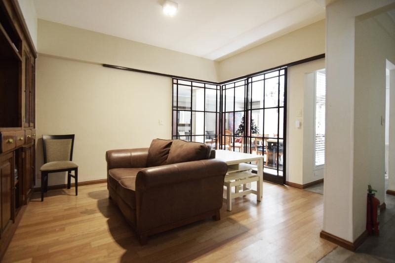 excelente casa reciclada - 2 cocheras - 5 dormitorios - dependencia - jardín - parrilla - piscina