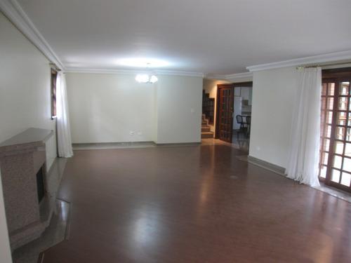 excelente casa semi mobiliada em condomínio fechado