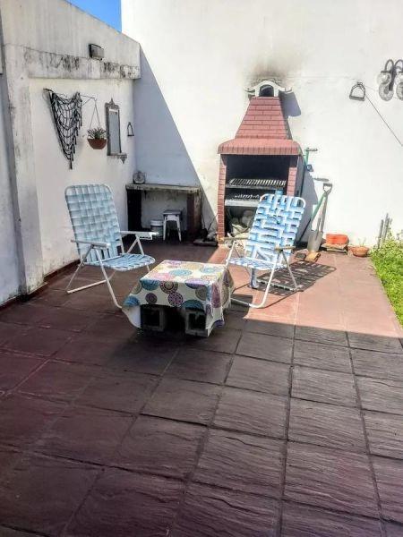 excelente chalet 4 ambientes con cochera y jardin