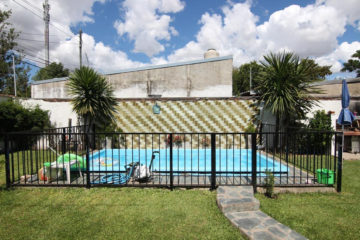 excelente chalet 4 ambientes en 2 plantas - villa adelina