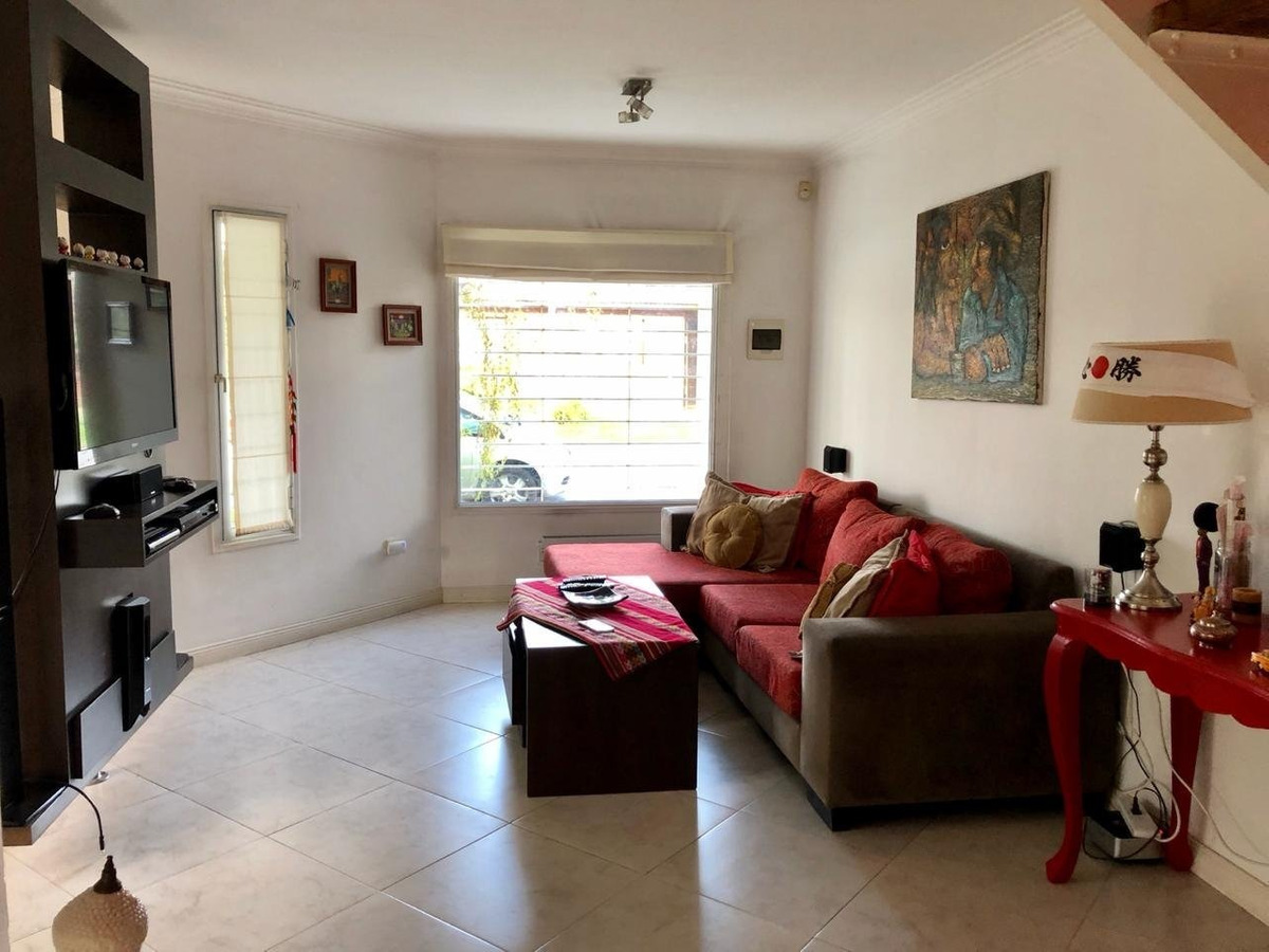 excelente chalet de 4 ambientes en venta en barrio caisamar