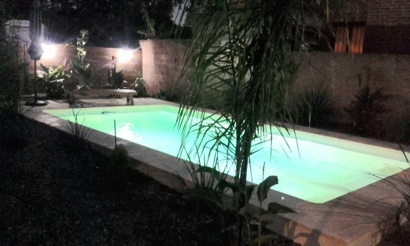 excelente chalet en 2 plantas , 3dorm , piscina y bbcoa.